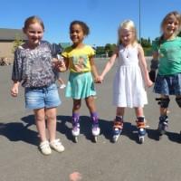tijdens de speeltijd mochten we skaten, rolschaatsen, steppen..